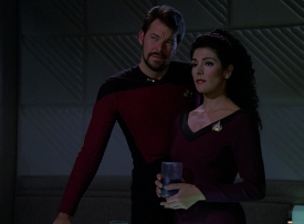 Riker_and_Troi_discuss_Data